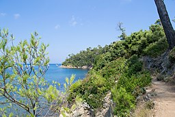 Baie de Port-Man à Port Cros (©: Par VT98Fan (Travail personnel) [CC BY-SA 3.0 (http://creativecommons.org/licenses/by-sa/3.0)], via Wikimedia Commons)