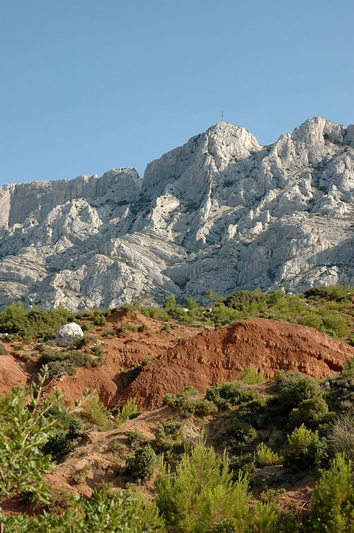 Brèche du Prieuré de la Sainte Victoire (©: Par Liliane DEBATTRE (Travail personnel) [CC BY-SA 3.0 (http://creativecommons.org/licenses/by-sa/3.0)], via Wikimedia Commons)